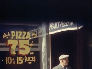 "Saul Leiter: Pizza, Patterson 1952. © Saul Leiter, Courtesy Howard Greenberg Gallery, New York. Aus der Ausstellung ""Saul Leiter-Retrospektive"", Deichtorhallen Hamburg 3.2.-15.4.2012."